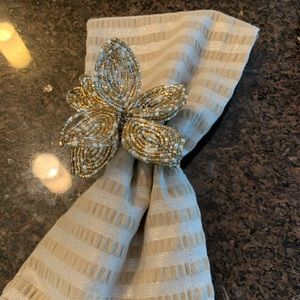 Pier 1 napkins and napkin rings. Set of four.